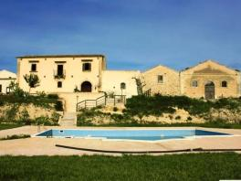 Landhaus mit Pool in Noto